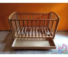 Lettino per bambini con sponda regolabile, in legno